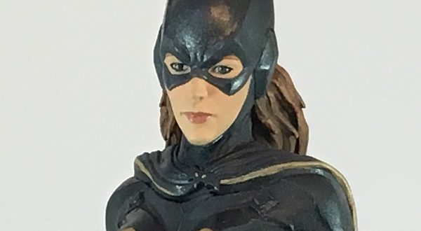 Icon Heroes announces Batgirl statue/paperweight